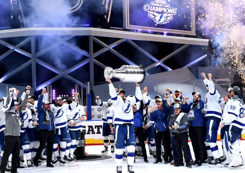 EDMONTON, ALBERTA - SEPTEMBER 28: Steven Stamkos #91 of the Tampa Bay Lightning hoists the Stanley Cup overhead after the  Tampa Bay Lightning defeated the Dallas Stars 2-0 in Game Six of the NHL Stanley Cup Final to win the best of seven game series 4-2 at Rogers Place on September 28, 2020 in Edmonton, Alberta, Canada. (Photo by Andy Devlin/NHLI via Getty Images)